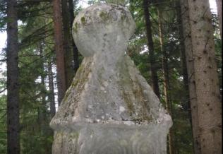 Kamena sfera na Obelisku