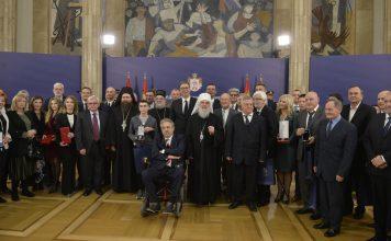 Aleksandar Vučić i dobitnici priznanja / FOTO: Tanjug, Rade Prelić